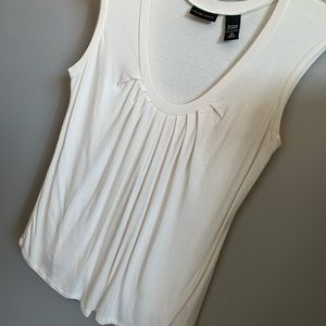 NWOT New York & Co Sleeveless blouse Sz M